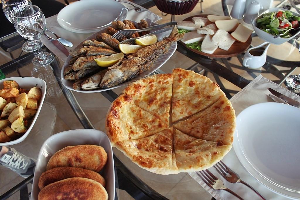Gruzja – gruzińska kuchnia, gościnność i tradycje