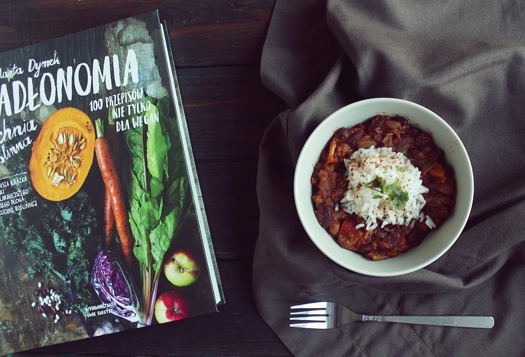 """Recenzja książki """"Jadłonomia"""" + przepis na chili sin carne"""