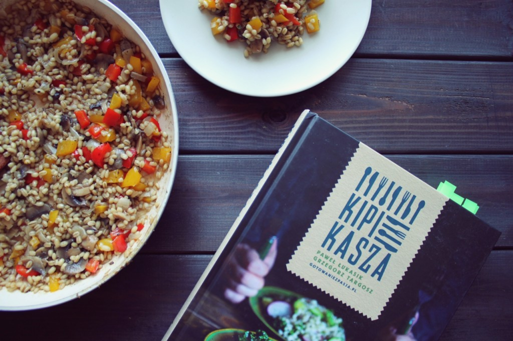 """Kaszotto z pieczarkami i papryką + recenzja książki """"Kipi kasza"""""""