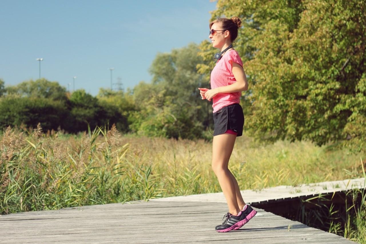 Jogging w tempie slow. Doskonały sposób na zgrabne uda