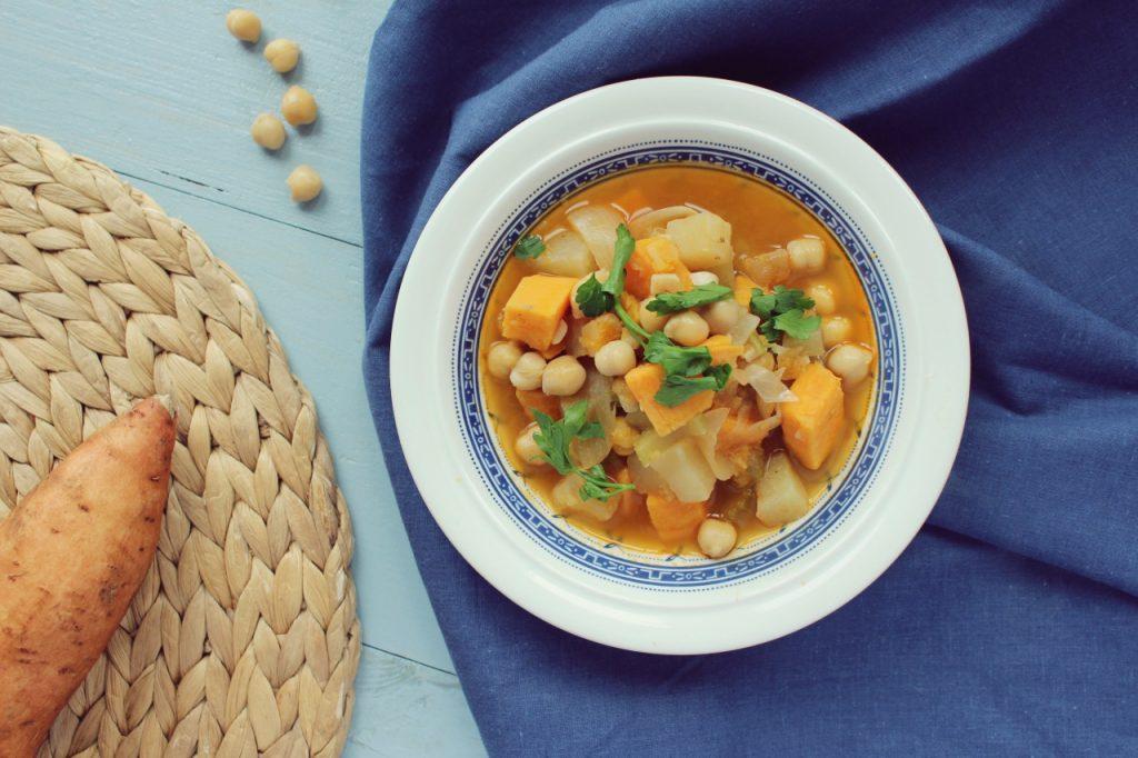 Rozgrzewająca zupa z batatem i kalarepą