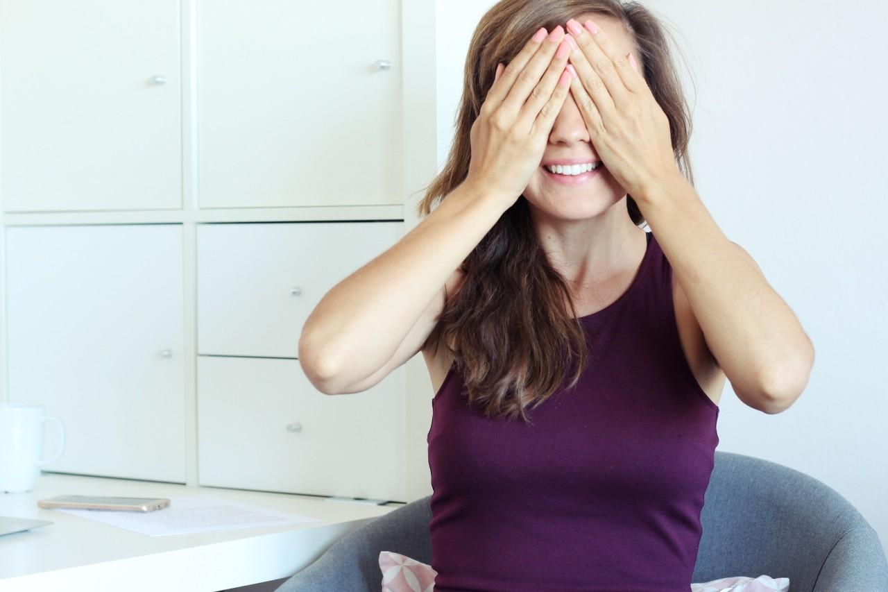 jak zniwelowac negatywne skutki pracy za biurkiem - cwiczenia oczu