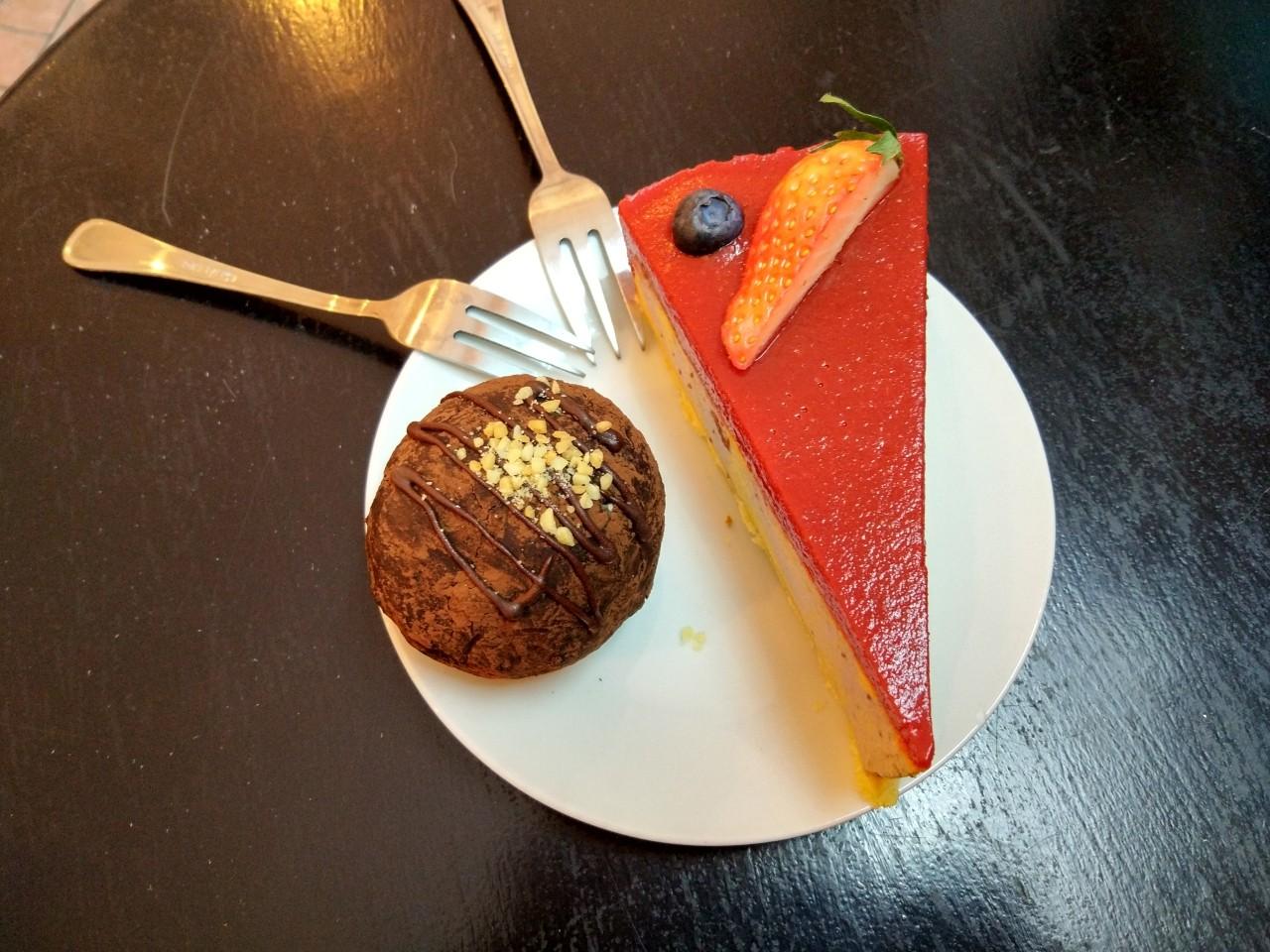 weganski deser w warszawie - lokal dela krem