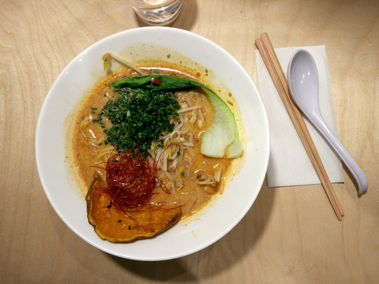 weganski obiad w warszawie - vegan ramen shop