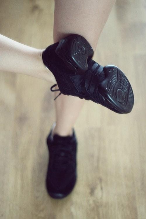 d80794fdfc9ae Można je porównać do butów do biegania, które też są bardziej miękkie niż  tradycyjne obuwie. Generalnie takie buty do tańca ...