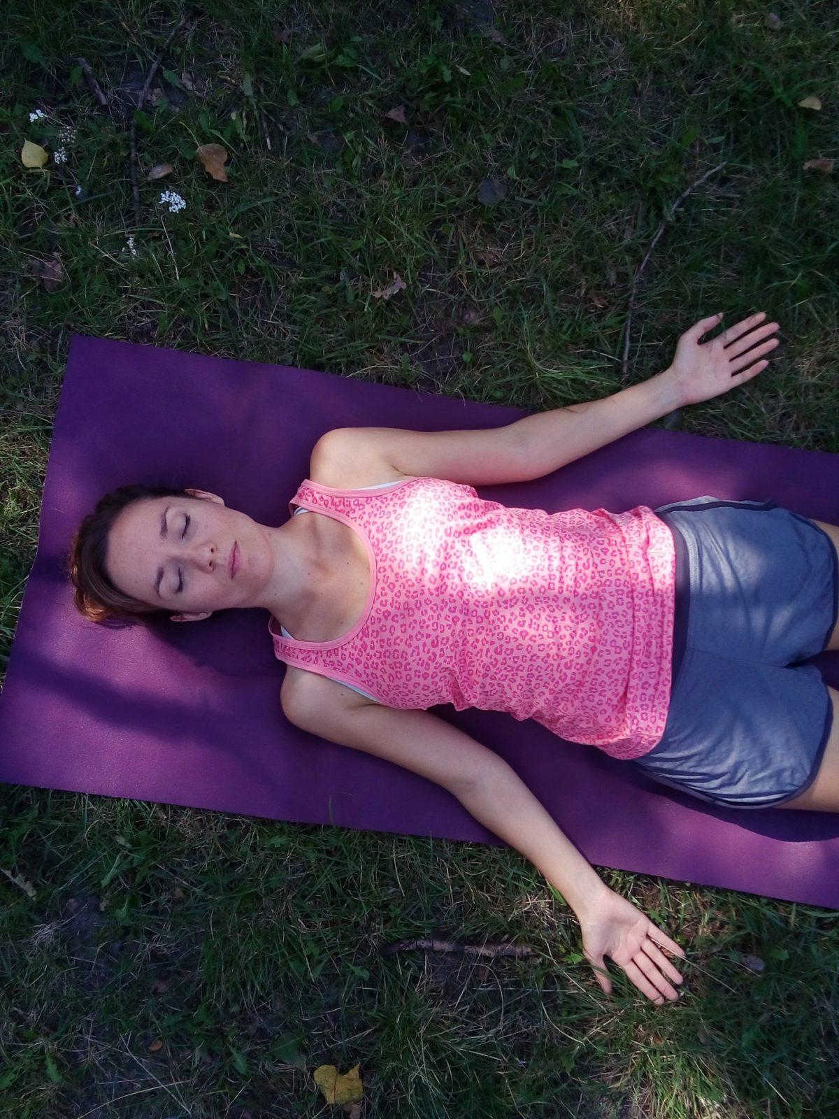 jak pokonac kryzys w praktyce jogi - savasana