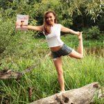 """O szczęściu i miłości do swojego ciała, czyli trochę inna recenzja książki """"Yoga Girl"""""""
