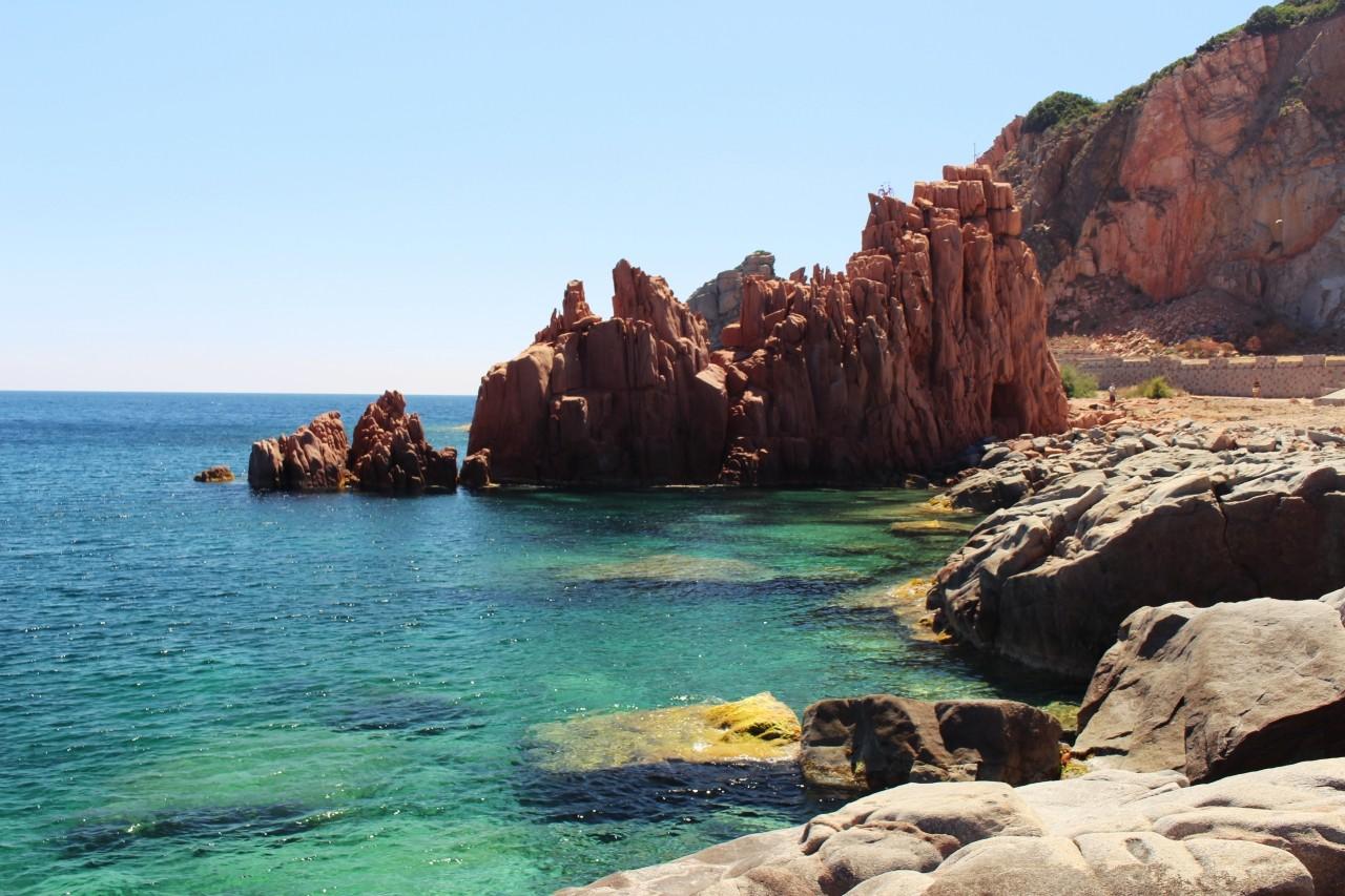 Spiagga delle Rocce Rosse wschodnie wybrzeże Sardynii