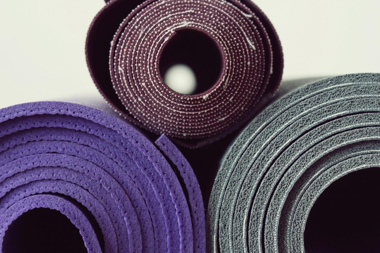 Jak wybrać matę do jogi