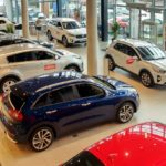 Kupowanie samochodu w salonie – krok po kroku