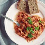 Pomidorowa tofucznica z pieczarkami lub cukinią