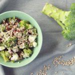 Prosta i pyszna sałatka z brokułem i suszonymi pomidorami