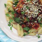 Makaron z sosem pomidorowym ze szpinakiem – szybki obiad