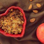 Migdałowe crumble – jabłka pod migdałowo-owsianą kruszonką (wegańska kruszonka)